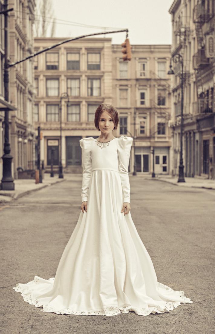Junona Fashion House: Reine Exlusivität Mädchenrobe aus Leder (ca. 3.650 €) www.junonastore.com