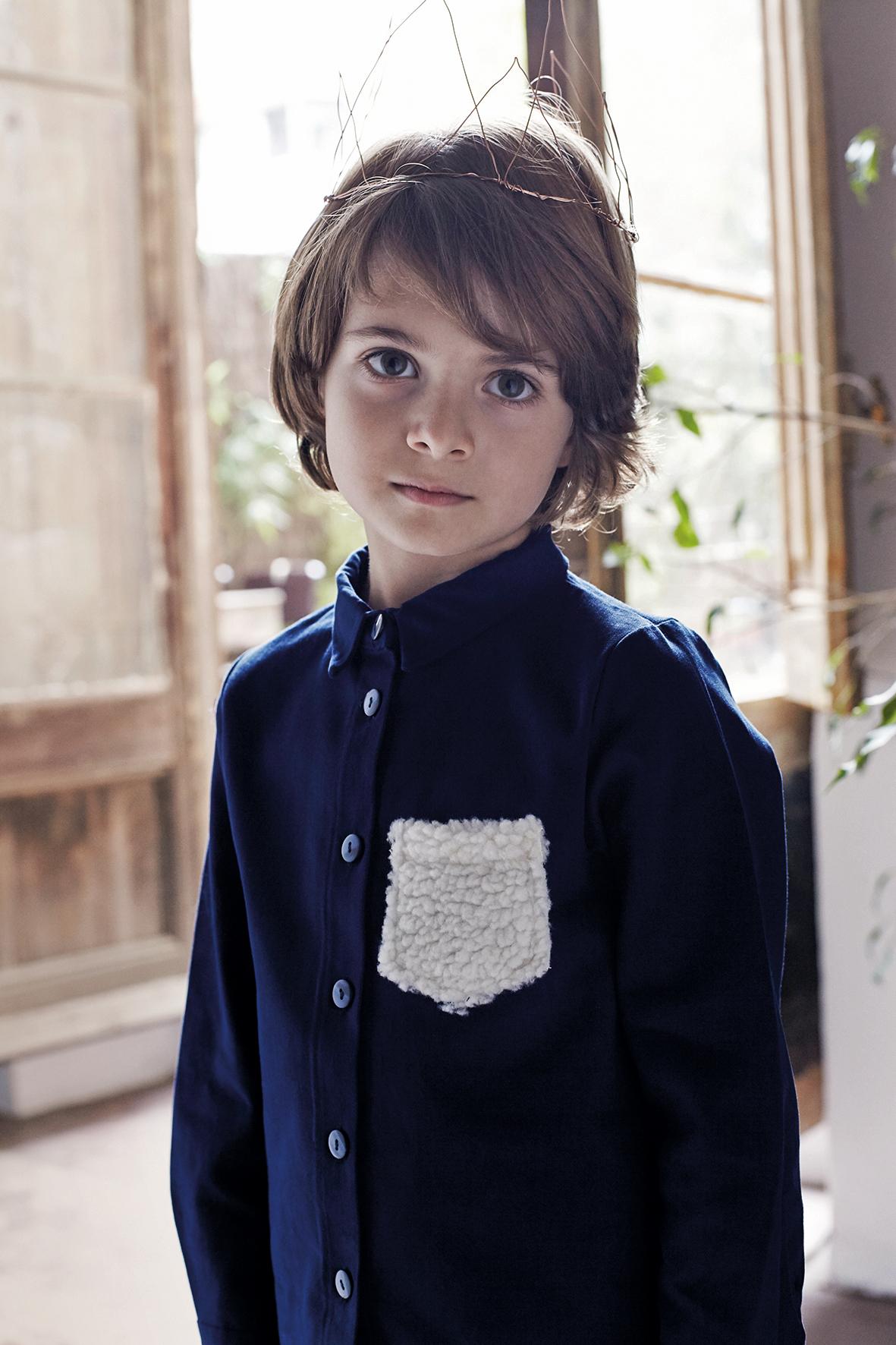 Les petits vagabonds: König der Räuber Hemd mit Brusttasche aus Teddystoff (55 €) www.lespetitsvagabonds.com