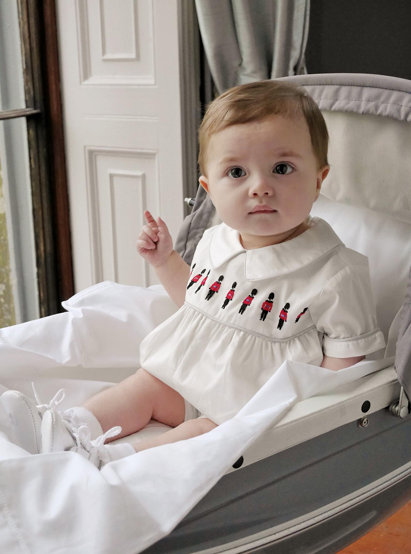 Rachel Riley: Royal gehütet Babykleidchen aus der Heritage-Kollektion (76 €) www.rachelriley.co.uk