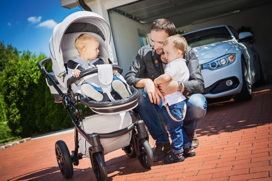 """Wer Kinderwagen gemeinsam mit Volkswagen entwickelt, kommt um Carbon als modernsten Werkstoff nicht herum. Als Neuheit präsentiert Knorr Baby den Luxus-Buggy """"Be Carbon"""" mit seinem Full-Carbon-Gestell auch für größere Kinder."""