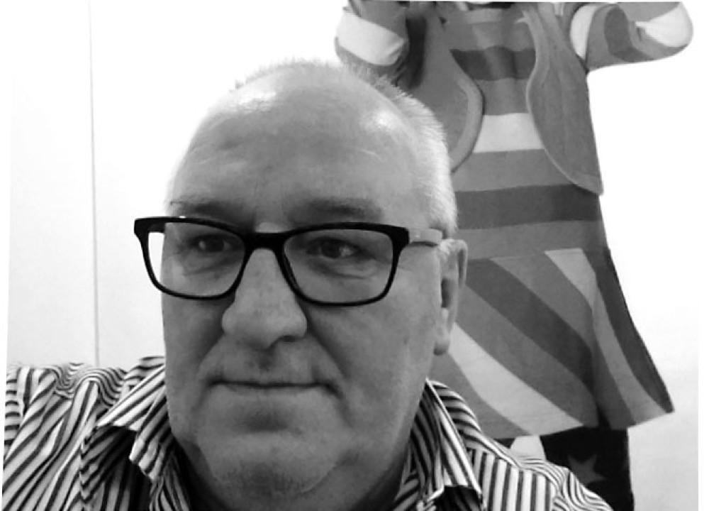 Hans-Joachim Hesselbarth kennt das Geschäft von beiden Seiten, denn zunächst war er als Vertriebsleiter bei Petit Bateau für eine Marke tätig, bevor er sich mit der eigenen Handelsagentur selbständig machte und Marken von Dritten zu vertreiben begann. Dabei setzte er bewusst von Beginn an auf Lables, die sich einer nachhaltigen Produktion verschrieben haben.