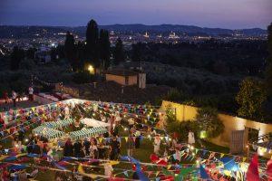 Endspurt: Am Freitagabend feiern Einkäufer, Presse und Aussteller gemeinsam auf der Party der Messeveranstalter, bevor der letzte Messetag der Saison anbricht.