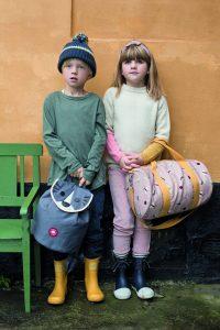 Typisch skandinavische Farbwahl: mono- chrome Looks und raffinierte Muster auf den  Accessoires – so kennt man Franck & Fischer.