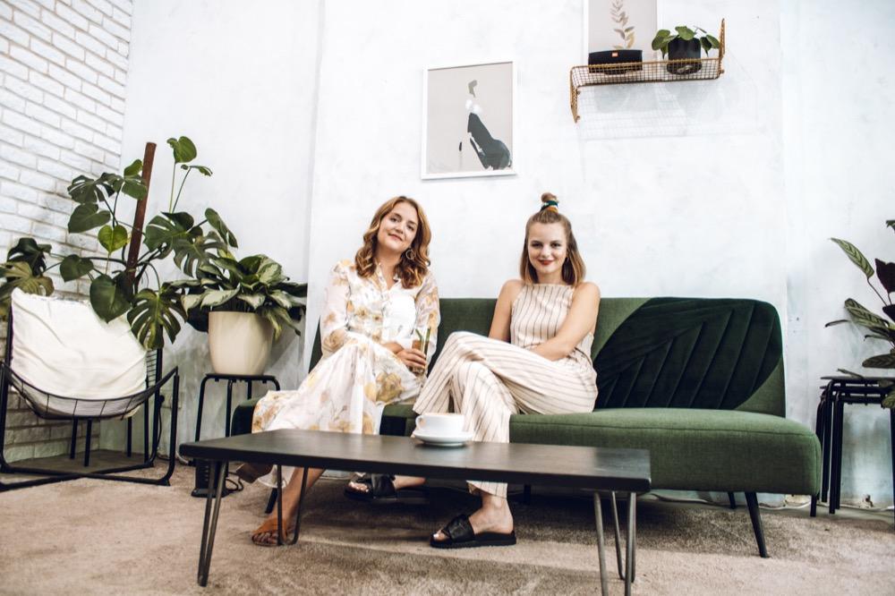 Friederike Bauer, Simone Moor und Antonia Lecour (nicht auf dem Bild) kennen sich aus einer Berliner Agentur und sind auch privat befreundet.