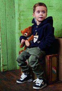 Steiff punktet nicht nur im Baby- Bereich, sondern überzeugt auch mit seiner Kinder- Kollektion. Selbst die Logo-Sweater der Marke machen etwas her.