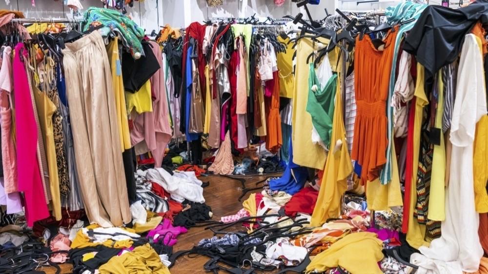 Die Läger des Modefachhandels sind mit unverkaufter Ware überfülllt - BTE warnt vor Verlusten durch Corona-Lockdown.