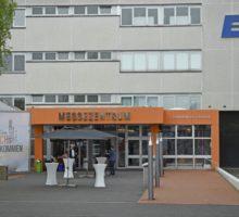 Eingang zum Messezentrum auf dem Geländer der Bielefelder Verbundgruppe EK/servicegroup